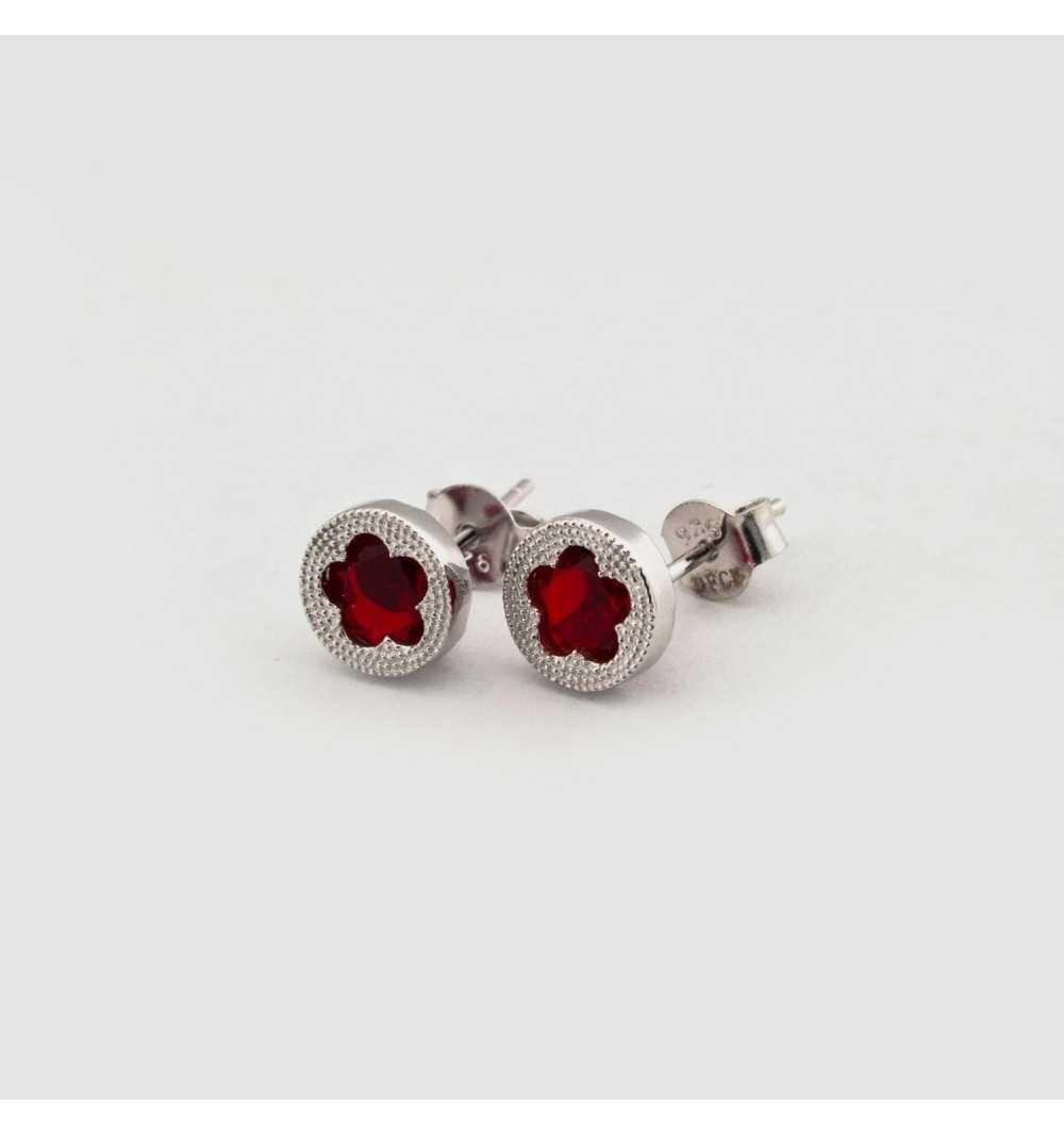 Srebrne kolczyki z czerwonym oczkiem