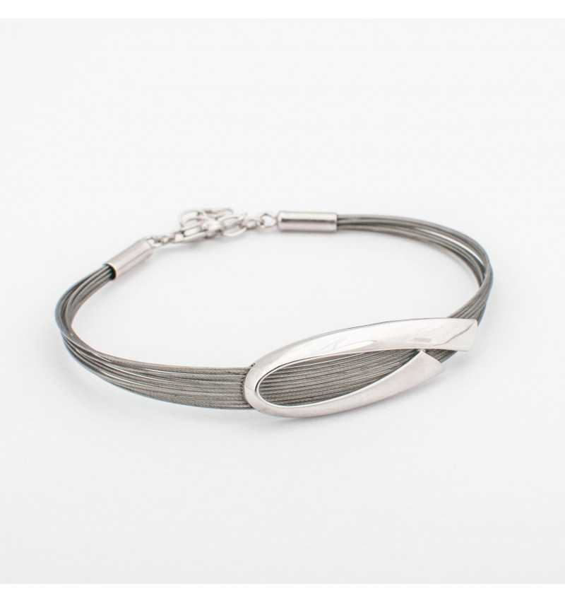 Srebrna bransoletka na linkach z elegancką ozdobą
