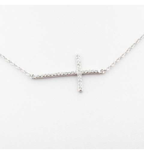 Srebrny naszyjnik z krzyżykiem wysadzanym cyrkoniami