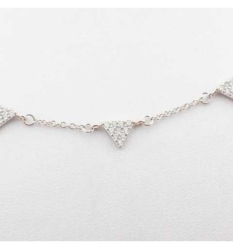 Srebrny naszyjnik z trójkątami wysadzanymi cyrkoniami
