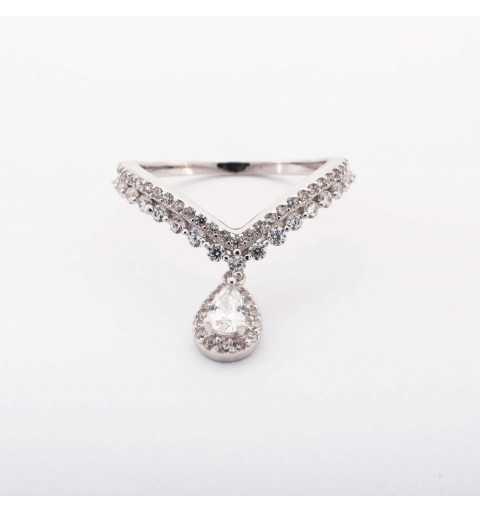 Srebrny pierścionek z romantycznym kształtem V i łezką