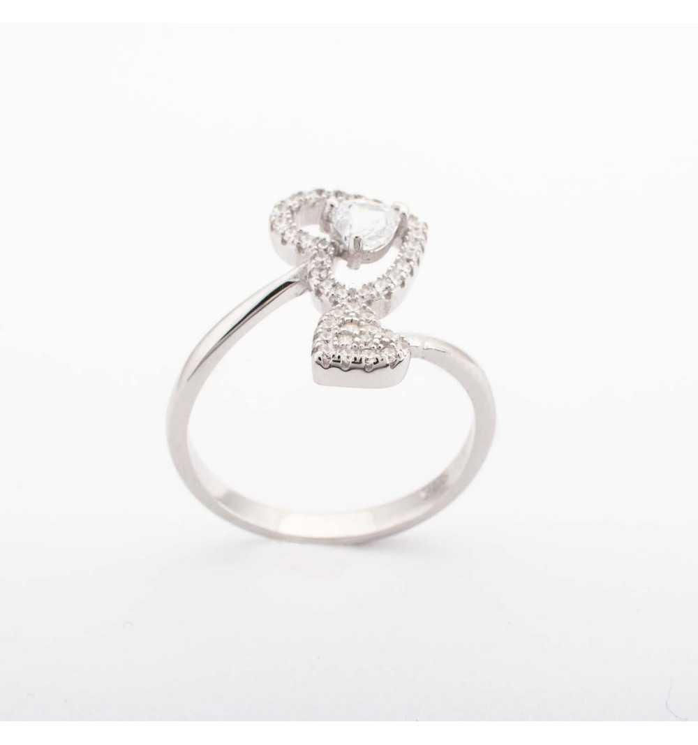 Srebrny pierścionek z serduszkami z białymi cyrkoniami