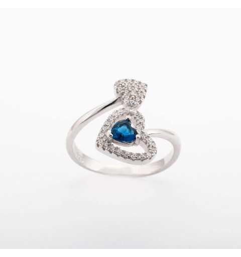 Srebrny pierścionek z serduszkami z niebieską cyrkonią