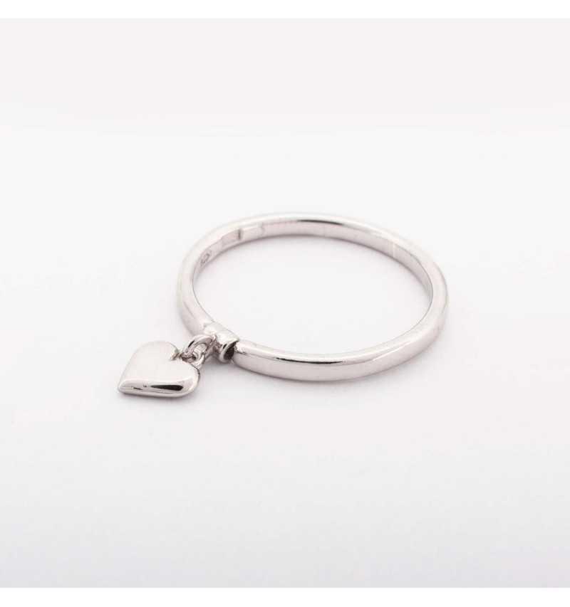 Srebrny pierścionek z charmsem serce