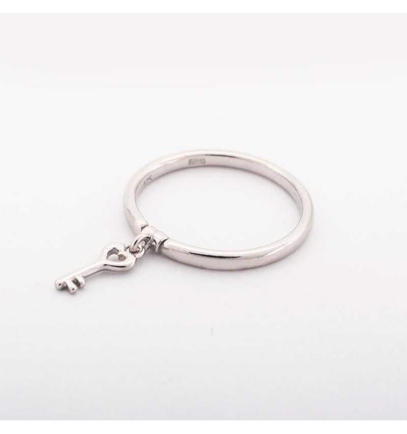 Srebrny pierścionek z kluczem