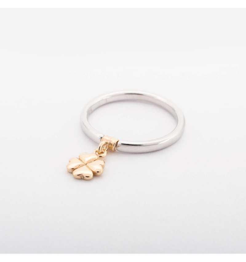 Srebrny pierścionek z charmsem pozłacana koniczyna