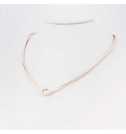 Srebrny naszyjnik z eleganckim węzłem