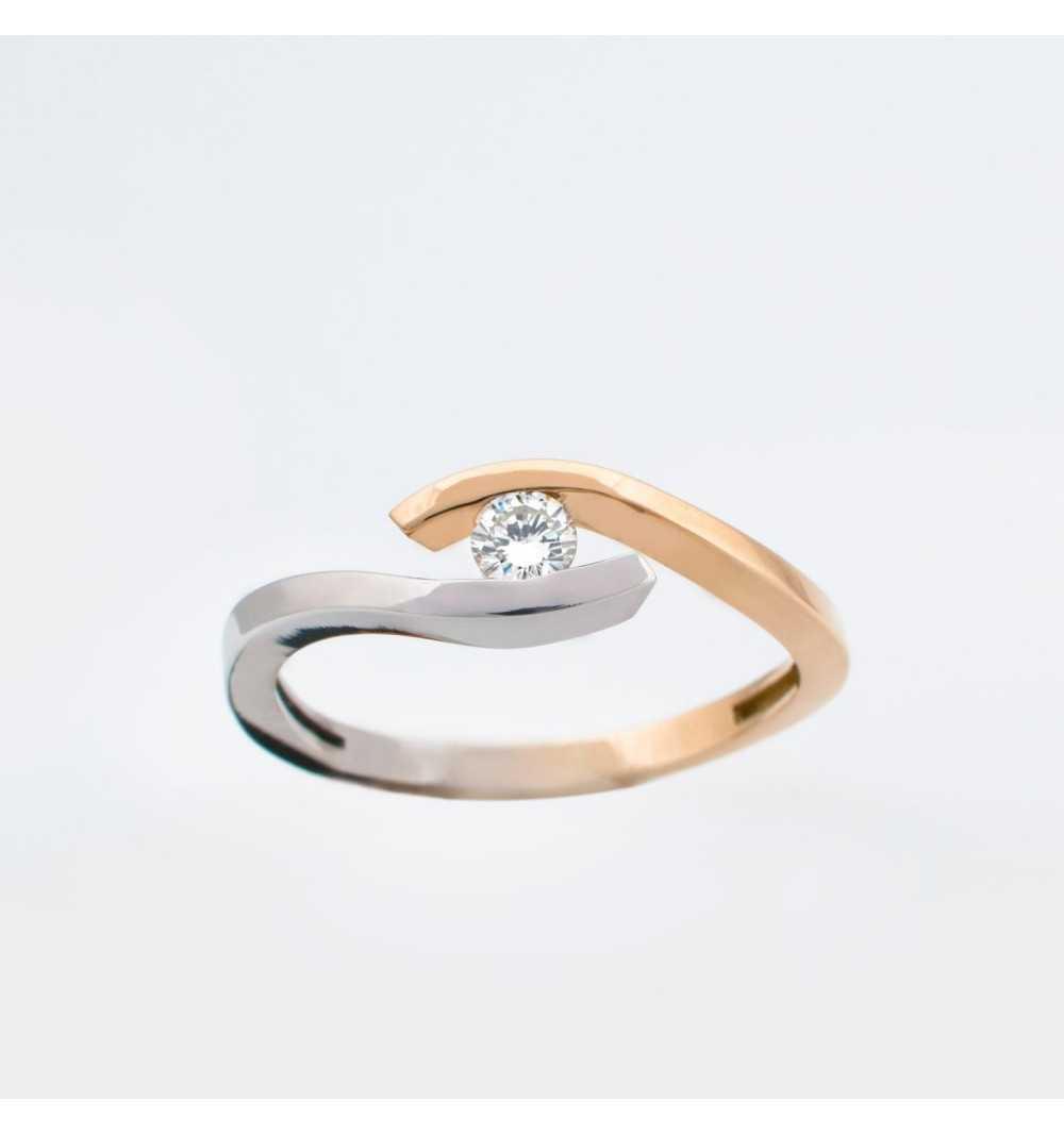 Złoty pierścionek z brylantem