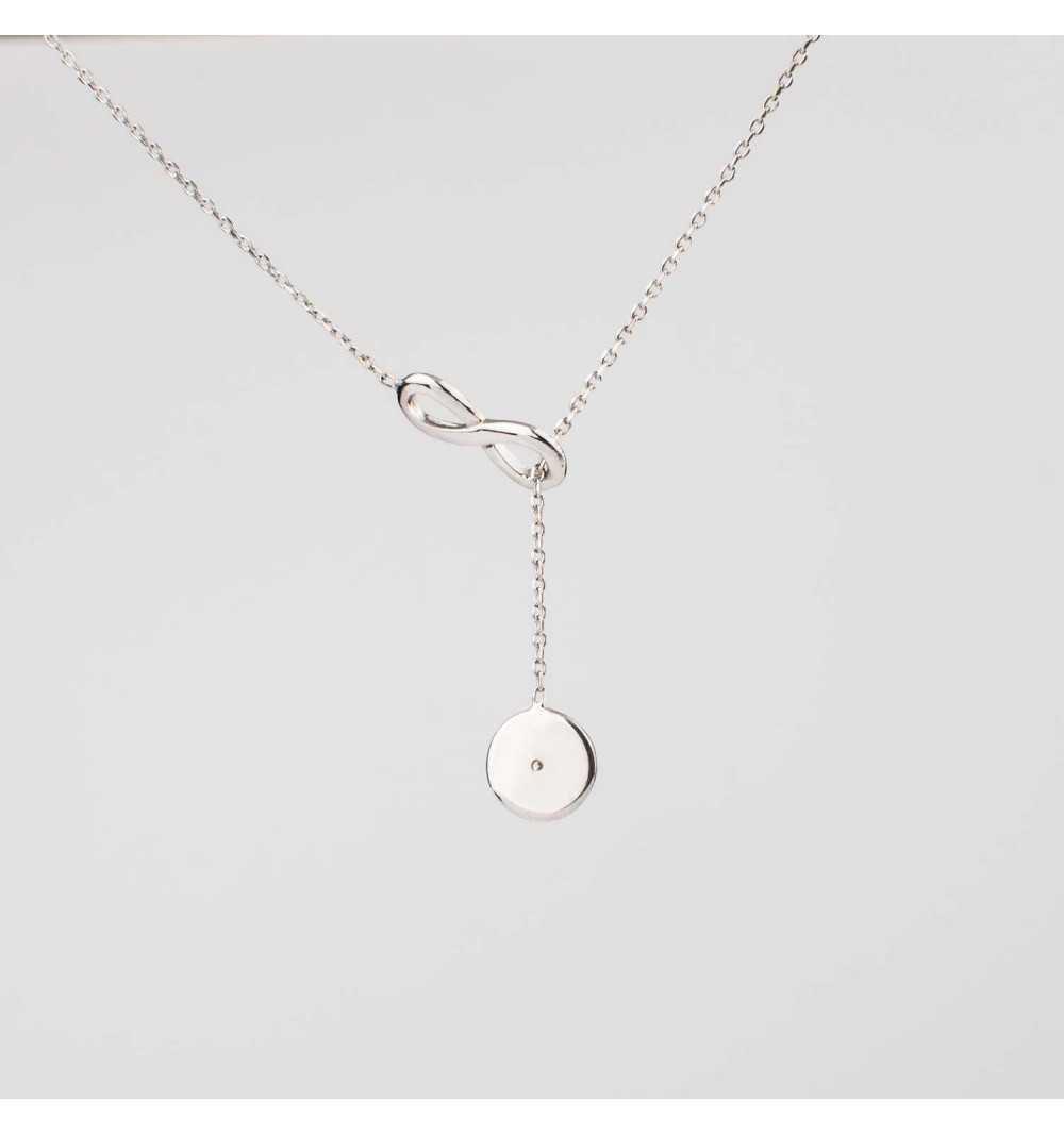 Srebrny naszyjnik koło przeciągane przez nieskończoność