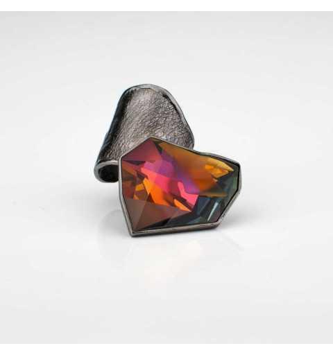 Srebrny pierścionek MOTYLE grafitowy blask (czarny rod) z kryształem Swarovskiego VOLCANO