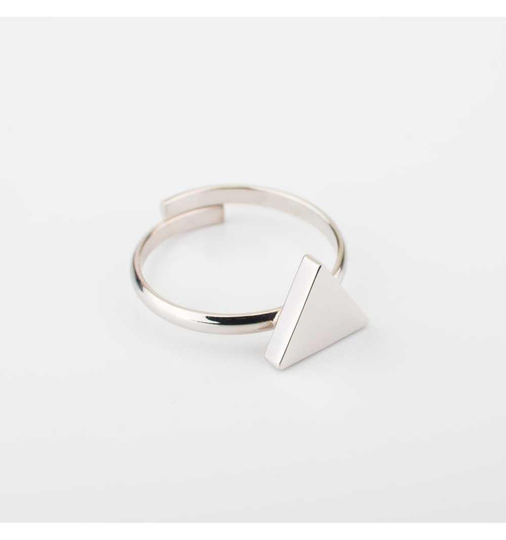 Srebrny pierścionek z trójkątem z możliwością regulacji