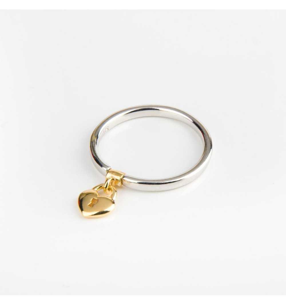 Srebrny pierścionek z charmsem pozłacana kłódka w kształcie serca