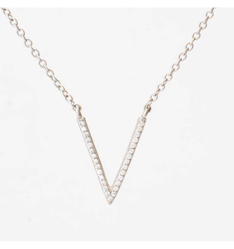 Srebrny naszyjnik V-kształt wysadzany cyrkoniami