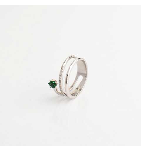 Srebrny pierścionek ze szmaragdowym kwiatem