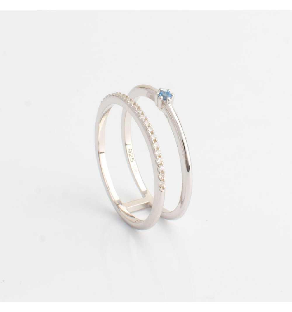 Srebrny pierścionek tunel z rzędem białych cyrkonii