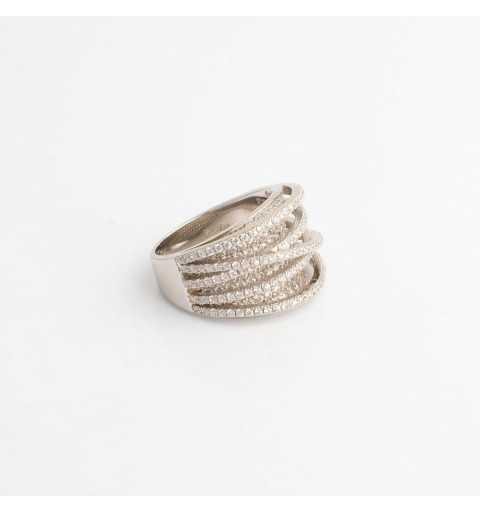 Srebrny pierścionek oszroniony białymi cyrkoniami