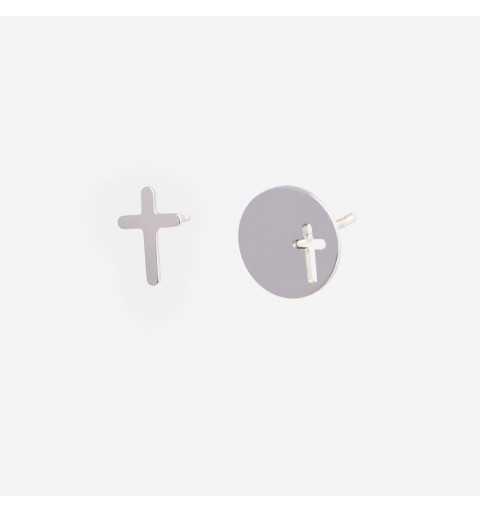 Asymetryczne srebrne kolczyki nie do pary z krzyżami