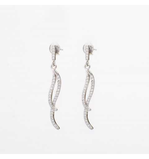Długie srebrne kolczyki wysadzane cyrkoniami