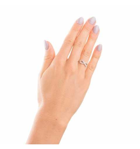 Srebrny pierścionek nieskończoność wysadzany cyrkoniami