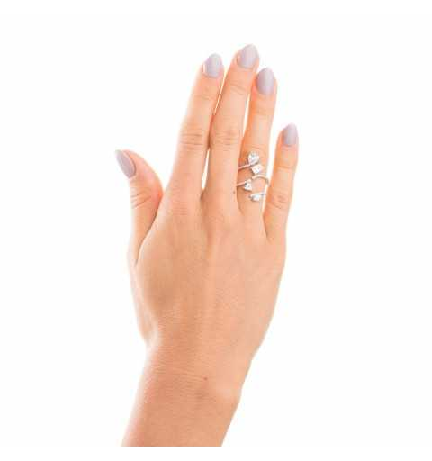 Srebrny pierścionek z czterema dużymi cyrkoniami zdobiącymi pleciony wzór