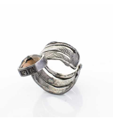 Srebrny pierścionek MOTYLE grafitowy blask (czarny rod 24 k) z kamieniem naturalnym KWARC DYMNY
