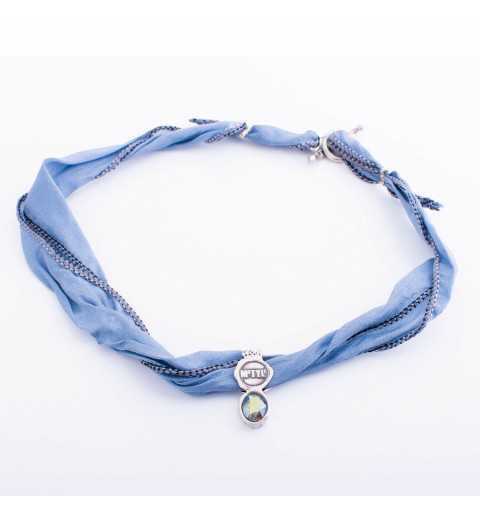 Srebrna bransoletka MOTYLE wykonana z naturalnego jedwabiu w kolorze niebieskim z Kryształem Swarovskiego Multicolor MJS3036