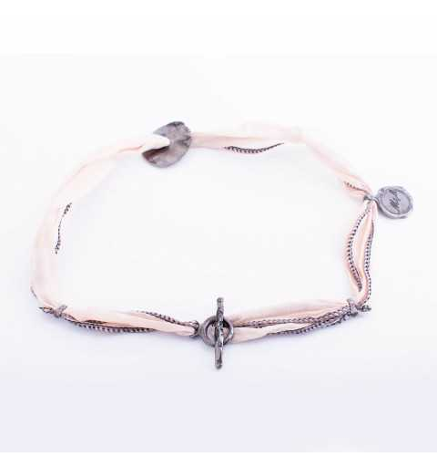 Srebrna bransoletka MOTYLE wykonana z naturalnego jedwabiu ze srebrnym elementem pokrytym czarnym rodem MJR3027
