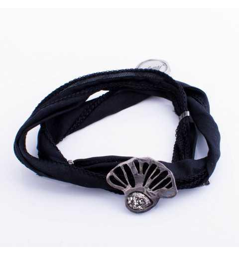 Srebrna bransoletka MOTYLE wykonana z naturalnego jedwabiu w kolorze czarnym z Kryształem Swarovskiego Black Patina MJR3008