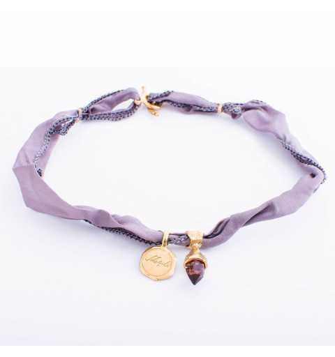 Srebrna bransoletka MOTYLE MJG3065 wykonana z naturalnego jedwabiu w kolorze szarym z Kryształem Swarovskiego