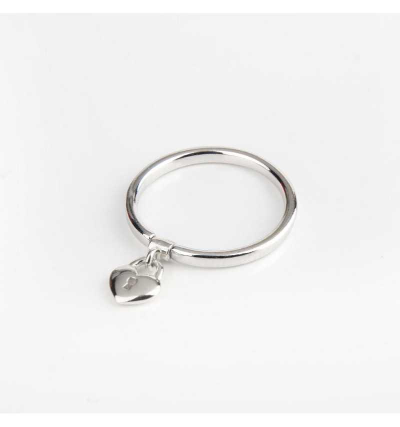 Srebrny pierścionek z charmsem kłódka w kształcie serca