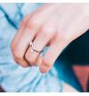 Srebrny pierścionek mijany z cyrkoniami z możliwością regulacji