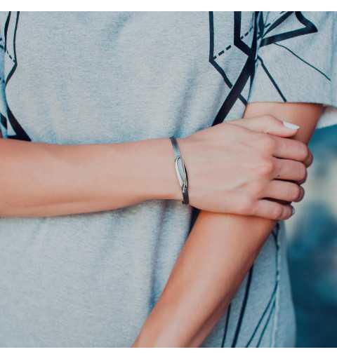 Srebrna bransoletka na linkach z elegancką pozłacaną ozdobą