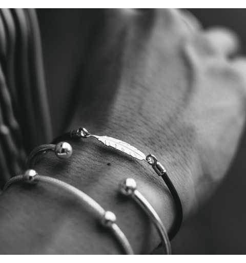 Srebrna bransoletka piórko na kauczuku