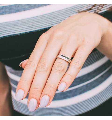 Srebrny minimalistyczny pierścionek białe cyrkonie