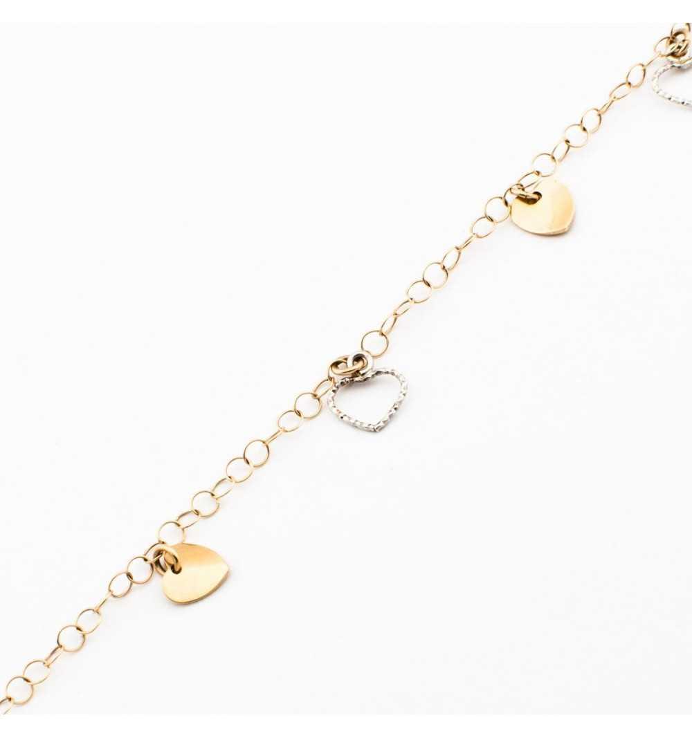 Złota bransoletka z delikatnymi serduszkami