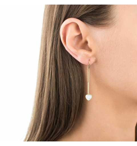 Złote kolczyki serduszka z masą perłową przewlekane