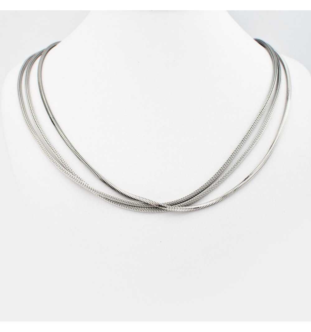 Srebrny naszyjnik z trzech eleganckich łańcuszków