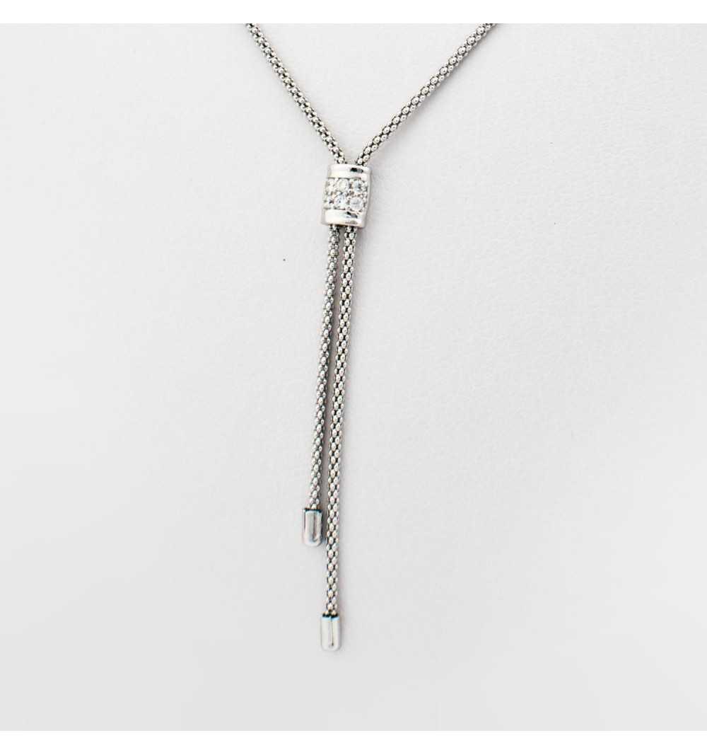 Delikatny srebrny naszyjnik z ozdobnym elementem wysadzanym cyrkoniami