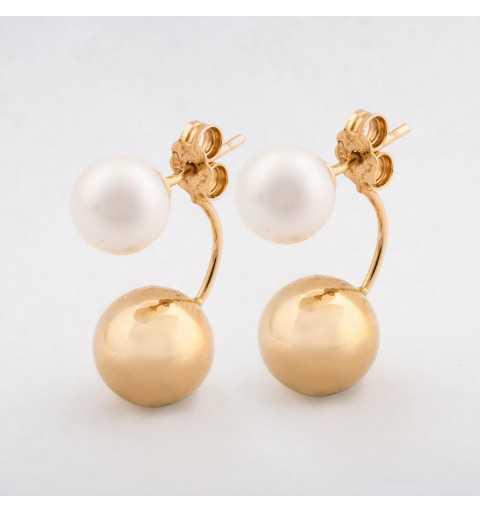Złote kolczyki z perłami za ucho