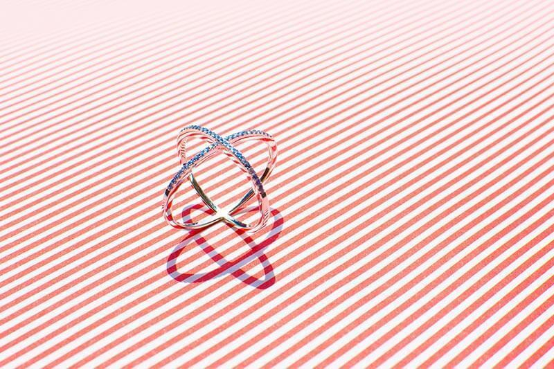 pierścionek elipsy skrzyżowane pierścienie pierścionek X z cyrkoniami