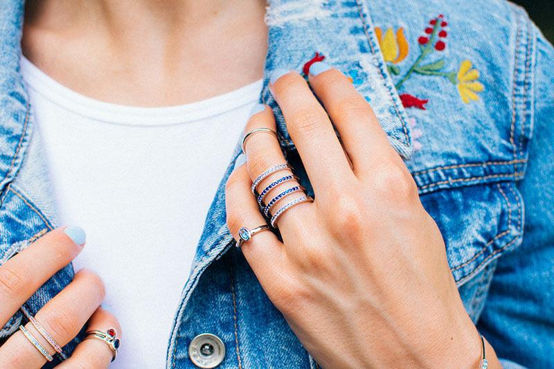pierścionki knuckle rings pierścionek tunel poczwórny pierścionek z niebieskim oczkiem