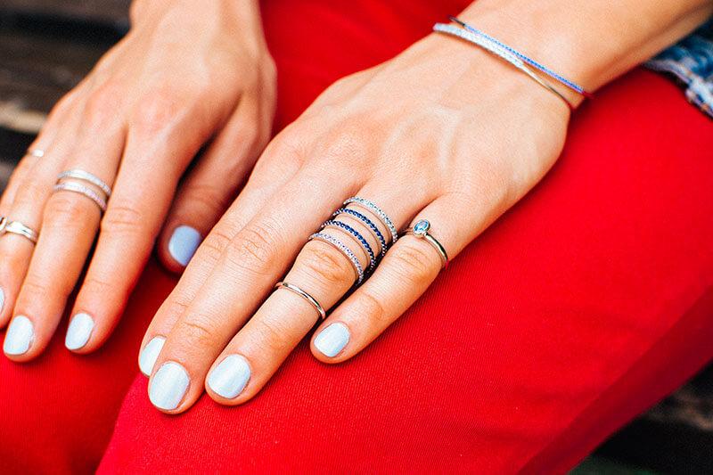 poczwórny pierścionek tunel z niebieskimi cyrkoniami pierścionek na pól palca