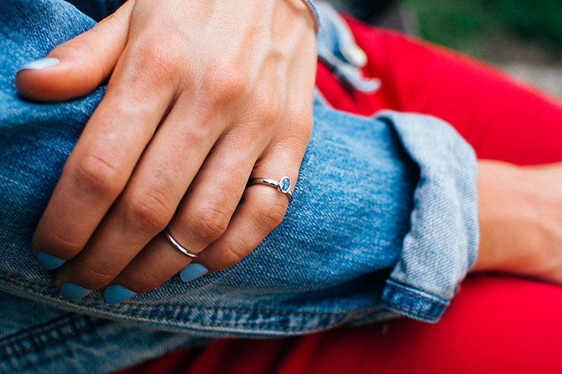 pierścionek knuckle rings z niebieskim oczkiem pierścionek na pół palca