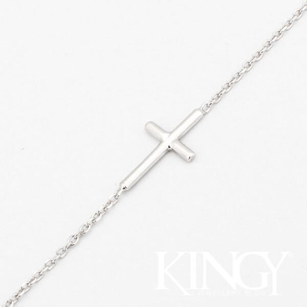 rodowana srebrna bransoletka z poprzecznie umieszczonym krzyżykiem