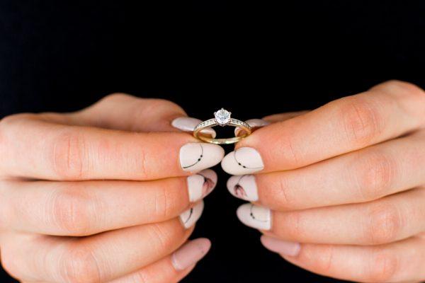czy dziewczyna może wybrać pierścionek zaręczynowy