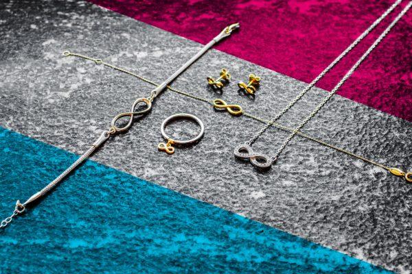 symbolika biżuterii z nieskończonością